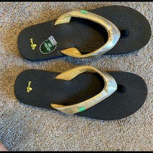 Gold Reef flip-flops